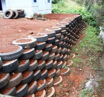 Proteção de margem e ancoradouro feito por muro de pneus amarrados com arame e preenchidos com rachão de pedra